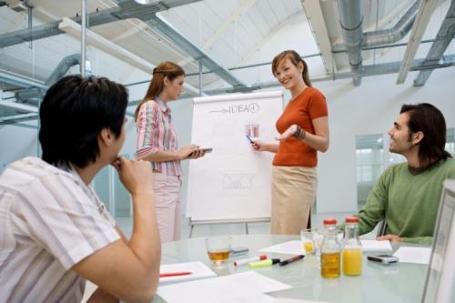 �Utiliza la tormenta de ideas para fomentar la creatividad en tu empresa!