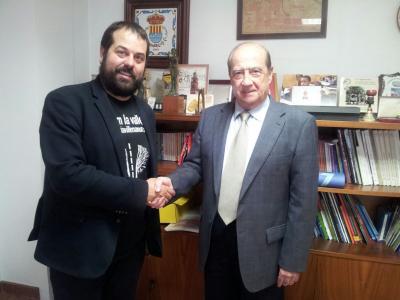 Francesc R. Valls Alcalde de Muro y Jesús Casanova director del CEEI Alcoy-Valencia durante la firma del convenio