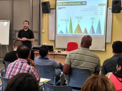Jordi Tormo explicando qué es Emprenemjunts