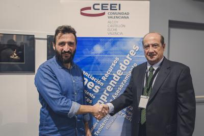 Manolo Pastor director de Da Vinci Business School y Jesús Casanova director del CEEI Alcoy-Valencia durante la firma del convenio